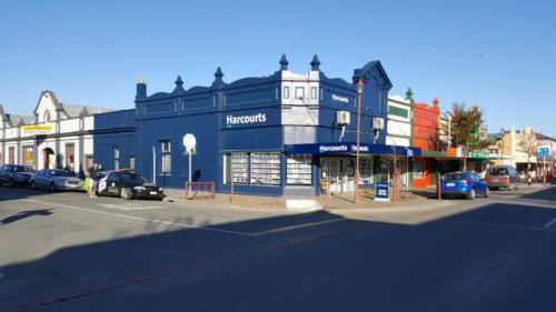 Geraldine_Signs-Harcourts-Building