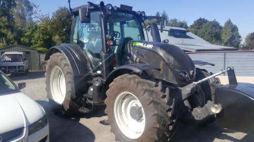 Geraldine_Signs-Waller-Tractor