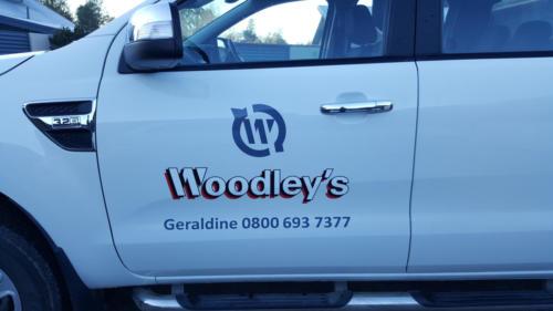 Geraldine_Signs-Woodleys-Ute